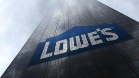 Lowe` s embleem op een wolkenkrabbervoorgevel die op wolken wijzen Het redactie 3D teruggeven ` Stock Afbeelding