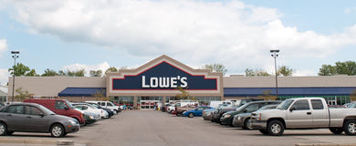 Lowe's Home Improvement Center. DAYTON, OHIO, USA – AUGUST 25: Lowe's home improvement store sits with full parking lot in Dayton, Ohio on August 25, 2011 Stock Image