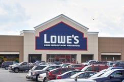 Lowe's lager och logo Arkivfoto