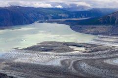 Lowell Glacier och sjö med isberg, Kluane nationalpark, Yuk Arkivfoton