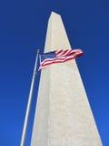 Lowen metar beskådar av den Washington monumentet Arkivfoton