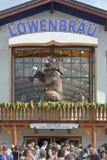 Lowenbrau Octoberfest帐篷 免版税图库摄影