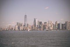 Lower Manhattan al tramonto osservato da Hoboken, New Jersey immagini stock libere da diritti