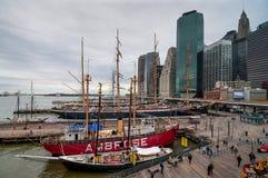 Lower Manhattan au port maritime du sud de rue par temps méchant Photo stock