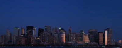 Lower Manhattan en el crepúsculo Fotos de archivo