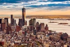 Lower Manhattan en la puesta del sol imagen de archivo