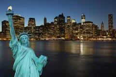 Lower Manhattan na noite imagem de stock royalty free