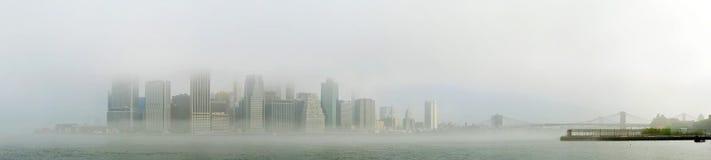 Lower Manhattan nebbioso Fotografie Stock Libere da Diritti