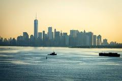 Lower Manhattan obscuro da manhã Fotos de Stock