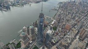 Lower Manhattan och Freedom Tower NYC för flyg- sikt stock video