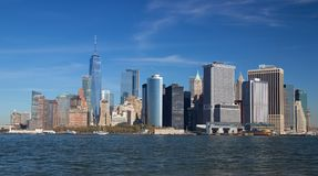 Lower Manhattan od gubernator wyspy fotografia royalty free