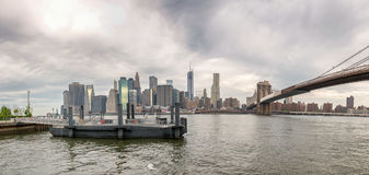 Lower Manhattan panoramic view from Brooklyn Bridge Park Stock Photography