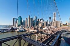 Lower Manhattan pejzaż miejski widzieć od mosta brooklyńskiego, Nowy Jork Ci Zdjęcia Stock