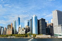 Lower Manhattan-Skyline am sonnigen Tag - New York City, USA Stockbilder