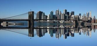 Lower Manhattan und Brooklyn-Brücke Stockfotografie