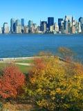 Lower Manhattan visto de la isla de la libertad imágenes de archivo libres de regalías