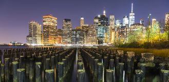 Lower Manhattan von Brooklyn-Pier Stockfotos