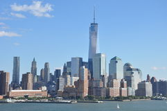 Lower Manhattanhorisont med en World Trade Center Royaltyfri Foto
