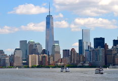 Lower Manhattanhorisont med en World Trade Center Royaltyfria Foton