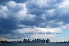 Lower Manhattanhorisont med en World Trade Center, NYC Arkivbilder