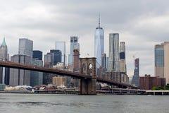 Lower Manhattanhorizon en de Brug van Brooklyn Stock Foto