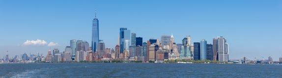 Lower Manhattanskyskrapor och en World Trade Center Royaltyfria Bilder