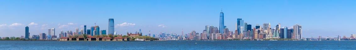 Lower Manhattanskyskrapor och en World Trade Center Fotografering för Bildbyråer