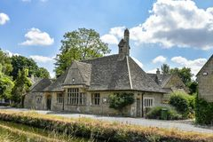 LOWER SLAUGHTER, THE COTSWOLDS, GLOUCESTERSHIRE, ENGLAND Cotswold stone cottages in summer afternoon sunlight stock photos