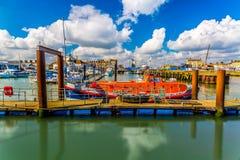 Lowestoft在夏天,萨福克,英国靠码头 免版税库存照片