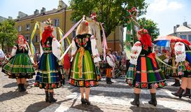 Lowicz/波兰- 5月31 2018年:科珀斯克里斯蒂教会假日队伍,游行 免版税库存照片