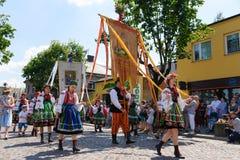 Lowicz/波兰- 5月31 2018年:科珀斯克里斯蒂教会假日队伍,游行 免版税库存图片