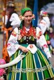 Lowicz/Polen - Mei 31 2018: De vakantieoptocht van de Corpus Christikerk De lokale vrouwen kleedden zich in volks, regionale kost stock afbeeldingen
