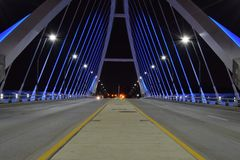 Lowry-Alleen-Brücke nachts Stockfotos