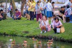 Loy Kratong Festival feierte während des Vollmonds vom 12. lizenzfreie stockbilder