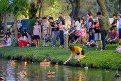 Loy Kratong Festival feierte während des Vollmonds vom 12. lizenzfreies stockbild