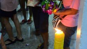 Loy Kratong Festival no rio do chaopraya em Nonthaburi Tailândia vídeos de arquivo