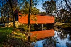 Loy& x27; la s dispone il ponte coperto, in Frederick County rurale, Marylan immagine stock
