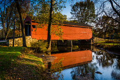 Loy& x27 ; s postent le pont couvert, dans Frederick County rural, Marylan Image stock