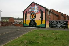 Loyalist murals on Hopewell Crescent, Lower Shankill, Belfast Stock Photography