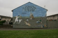 Loyalist murals on Hopewell Crescent, Lower Shankill, Belfast Stock Photo
