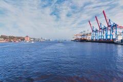 Αμβούργο, Γερμανία - 1 Νοεμβρίου 2015: Σαφή ψέματα του Τορόντου σκαφών εμπορευματοκιβωτίων Loyd Hapag στο λιμάνι τελικό Burchardk στοκ εικόνα με δικαίωμα ελεύθερης χρήσης