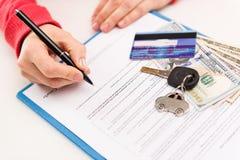 Loyer et vente de voiture Photographie stock libre de droits