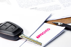 Loyer ou prêt automobile de voiture approuvé photographie stock