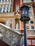 Loyola University New Orleans LA Statue & lampa Arkivbilder