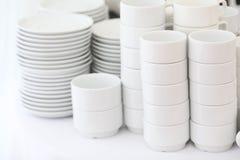 Loza blanca en un fondo blanco, foto de archivo