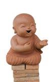 Loza de barro del monje del niño aislada en el fondo blanco Fotografía de archivo libre de regalías