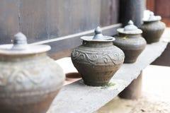 Loza de barro hecha a mano, cerámica Imagenes de archivo