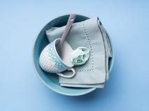 Loza de cerámica en colores pastel azul del vajilla fotografía de archivo libre de regalías