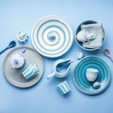 Loza de cerámica en colores pastel azul del vajilla imagen de archivo
