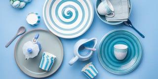 Loza de cerámica en colores pastel azul del vajilla imagen de archivo libre de regalías